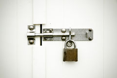 在白色背景的锁 免版税库存图片