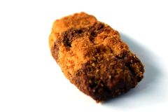 在白色背景的长方形棕色和黄色杏仁饼干 库存图片