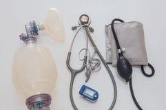 在白色背景的集合医疗设备 免版税库存图片