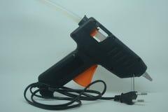 在白色背景的黑胶水枪 免版税图库摄影