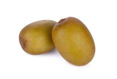 在白色背景的整体和半裁减成熟金黄猕猴桃 免版税库存照片