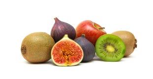 在白色背景的水多的成熟热带水果特写镜头 免版税库存图片