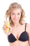 在白色背景的年轻白肤金发的喷洒的化妆水 免版税库存图片