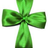 在白色背景的绿色弓 库存图片