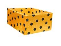 在白色背景的黄色箱子 免版税库存图片
