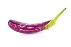 在白色背景的紫色茄子 免版税图库摄影