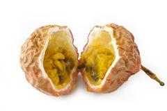 在白色背景的Passionfruit 库存照片