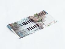 在白色背景相当100以色列锡克尔价值的一张钞票隔绝的 免版税图库摄影