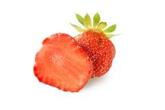 在白色背景草莓隔绝的美好的一半 库存图片