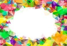 在白色背景附近的抽象五颜六色的漩涡彩虹多角形 免版税图库摄影