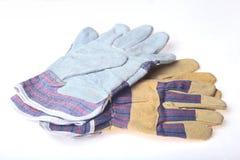 在白色背景隔绝的两个对防护工作手套 免版税库存照片