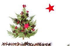 在白色背景隔绝的圣诞树装饰 免版税库存照片