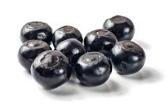 在白色背景隔绝的堆光滑的蓝莓 免版税库存照片