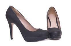 在白色背景隔绝的对黑典雅的高跟鞋女性鞋子 库存照片