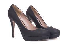 在白色背景隔绝的对黑典雅的高跟鞋女性鞋子 免版税库存照片