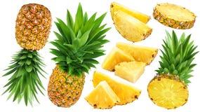 在白色背景隔绝的整个和切的菠萝 图库摄影
