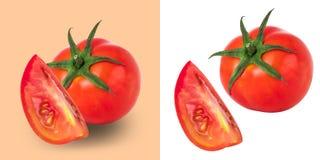 在白色背景隔绝的新鲜的红色蕃茄,与截去pa 免版税库存图片