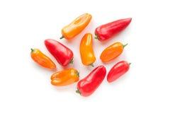 在白色背景隔绝的新鲜蔬菜甜红色,黄色胡椒 免版税库存图片