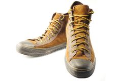 在白色背景隔绝的棕色运动鞋特写镜头  免版税库存图片