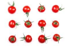 在白色背景隔绝的樱桃小蕃茄 集合或汇集 顶视图 平的位置 免版税库存图片