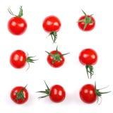 在白色背景隔绝的樱桃小蕃茄 集合或汇集 顶视图 平的位置 图库摄影