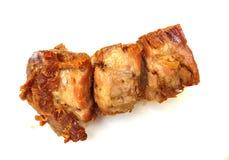 在白色背景隔绝的油煎的猪肉 库存图片