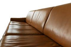 在白色背景隔绝的皮革沙发 免版税库存图片