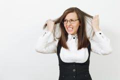在白色背景隔绝的美丽的白种人年轻棕色头发女商人 经理或工作者 复制空间广告 库存照片