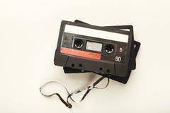 在白色背景隔绝的葡萄酒卡型盒式录音机 免版税库存图片