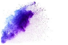 在白色背景隔绝的青紫色颜色粉末爆炸云彩 图库摄影