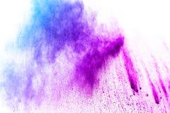 在白色背景隔绝的青紫色颜色粉末爆炸云彩 库存图片