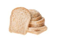 在白色背景隔绝的鲜美被切的新鲜面包片 免版税库存照片
