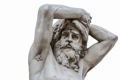 在白色背景隔绝的一个古老人雕塑的滑稽的哀伤的面孔 库存图片