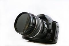 在白色背景隔绝的一台黑DSLR照相机,前面elevat 免版税库存图片