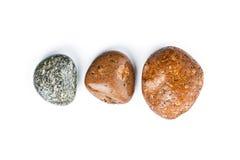 在白色背景隔绝的三块湿海石头 图库摄影
