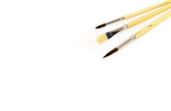 在白色背景隔绝的三把油漆刷 免版税库存图片
