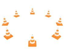 在白色背景隔绝的公路交通锥体 皇族释放例证