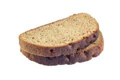 在白色背景隔绝的切片新鲜的黑麦面包 免版税库存照片
