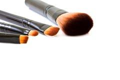 在白色背景隔绝的化妆刷子 免版税图库摄影