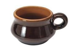 在白色背景隔绝的咖啡棕色陶瓷杯子 免版税库存照片