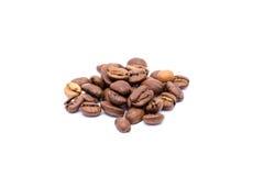 在白色背景隔绝的咖啡豆 免版税库存图片