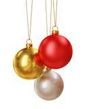 在白色背景隔绝的圣诞节五颜六色的发光的球装饰 库存图片