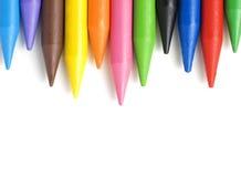 在白色背景隔绝的堆蜡笔。 免版税图库摄影