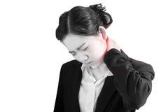 在白色背景隔绝的女实业家的剧痛和喉咙痛症状 在白色背景的裁减路线 免版税库存图片