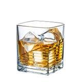在白色背景隔绝的威士忌酒鸡尾酒 免版税库存照片