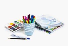 在白色背景隔绝的学校用品 免版税库存照片