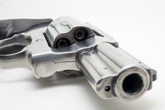 在白色背景隔绝的左轮手枪 免版税库存图片