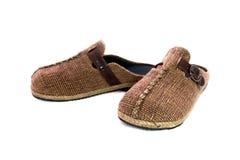 在白色背景隔绝的布朗拖鞋 免版税库存图片