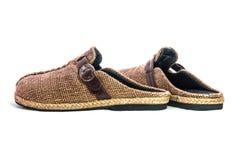在白色背景隔绝的布朗拖鞋 免版税库存照片