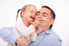 在白色背景隔绝的愉快的家庭 免版税库存图片